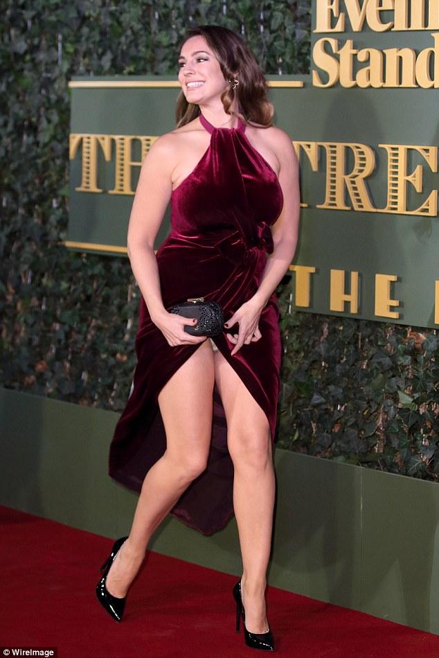Kelly Brook dress slit fail