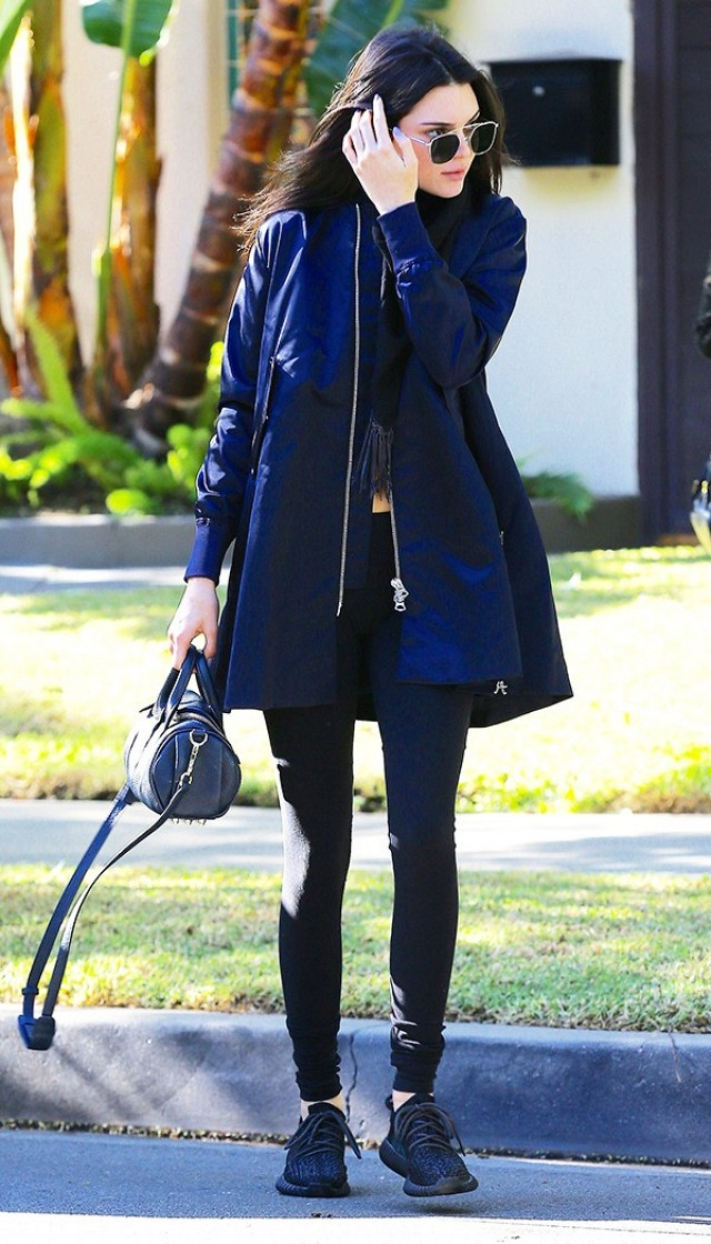 did-kendall-jenner-just-wear-the-newest-jacket-trend-1602940-1450470563.640x0c